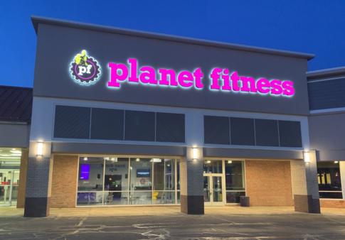 Planet Fitness Facade